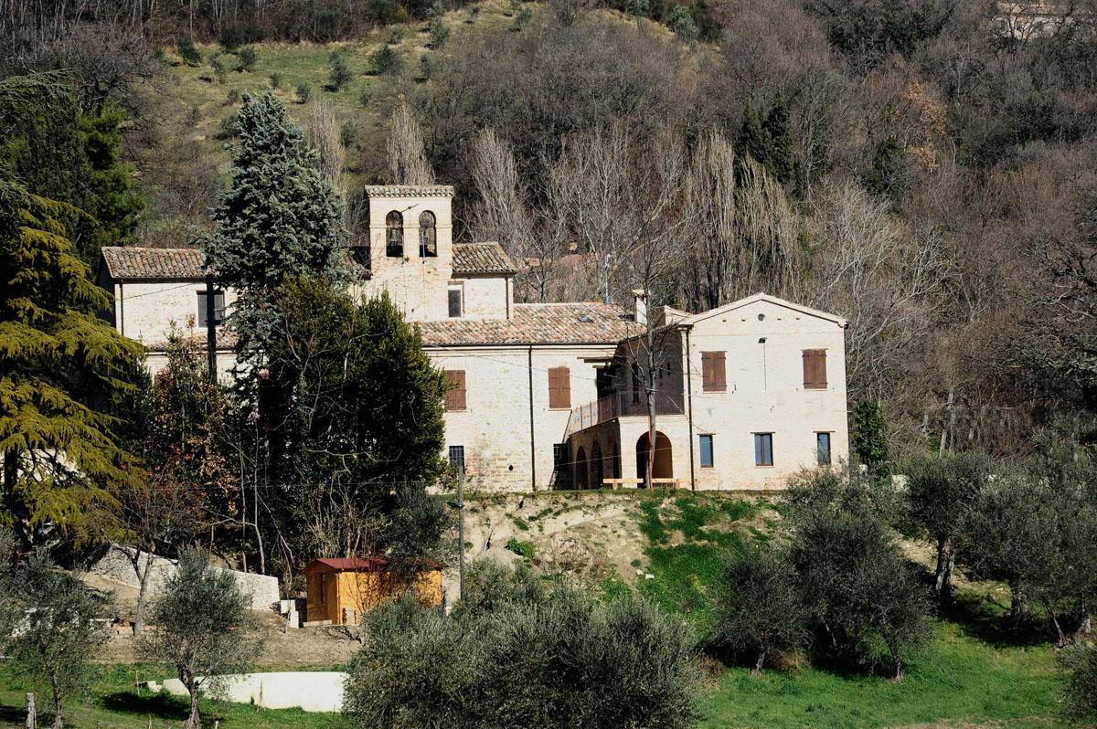 Casa di accoglienza s amato ronconi laureto di for Una storia di casa piani di log