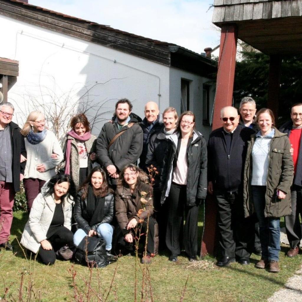 18-Foto-di-gruppo-(al-centro-don-Giancarlo-e-la-pastora-Marlon-Sichert