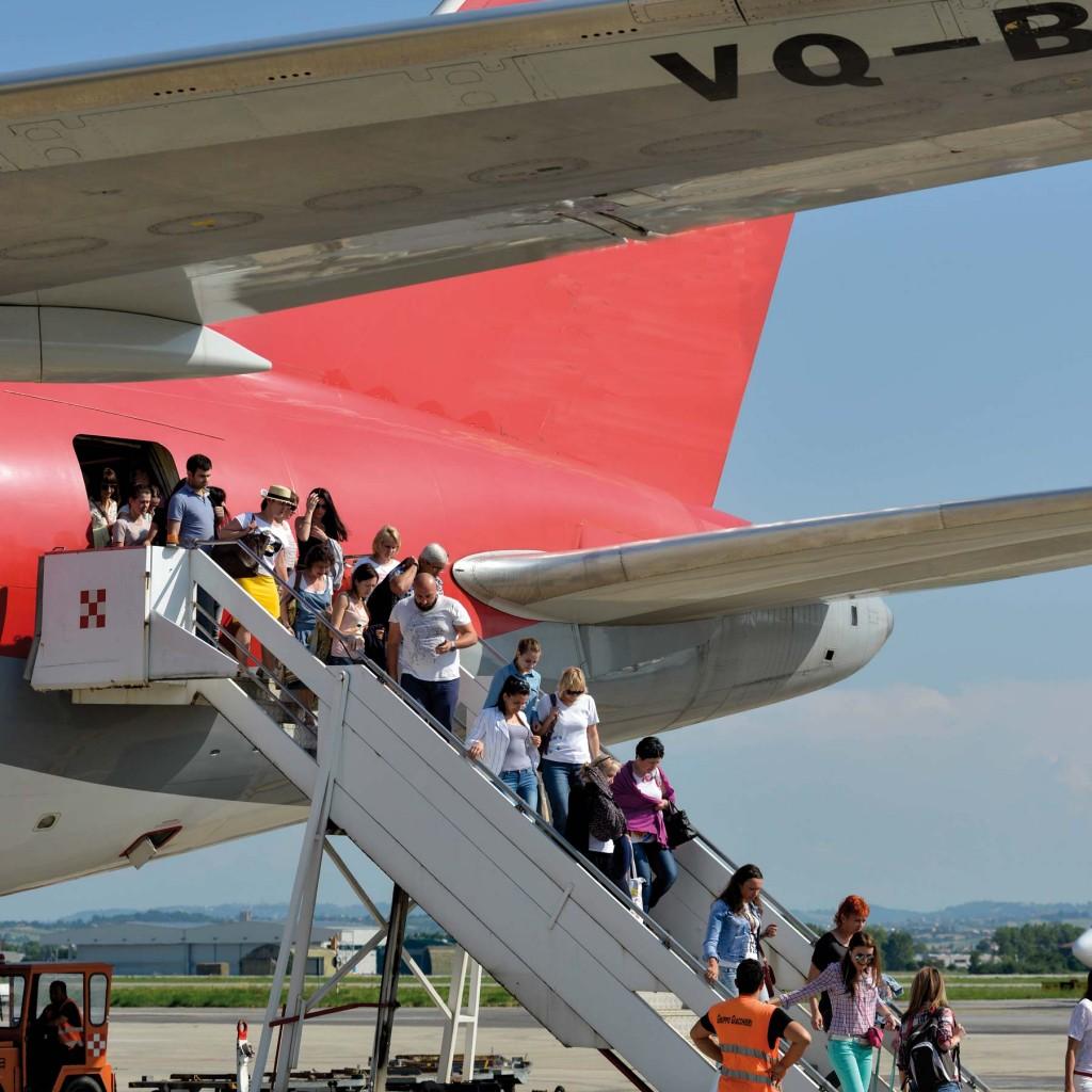 aeroporto-fellini-airiminum-volo-nord-wind-turisti_gal5458