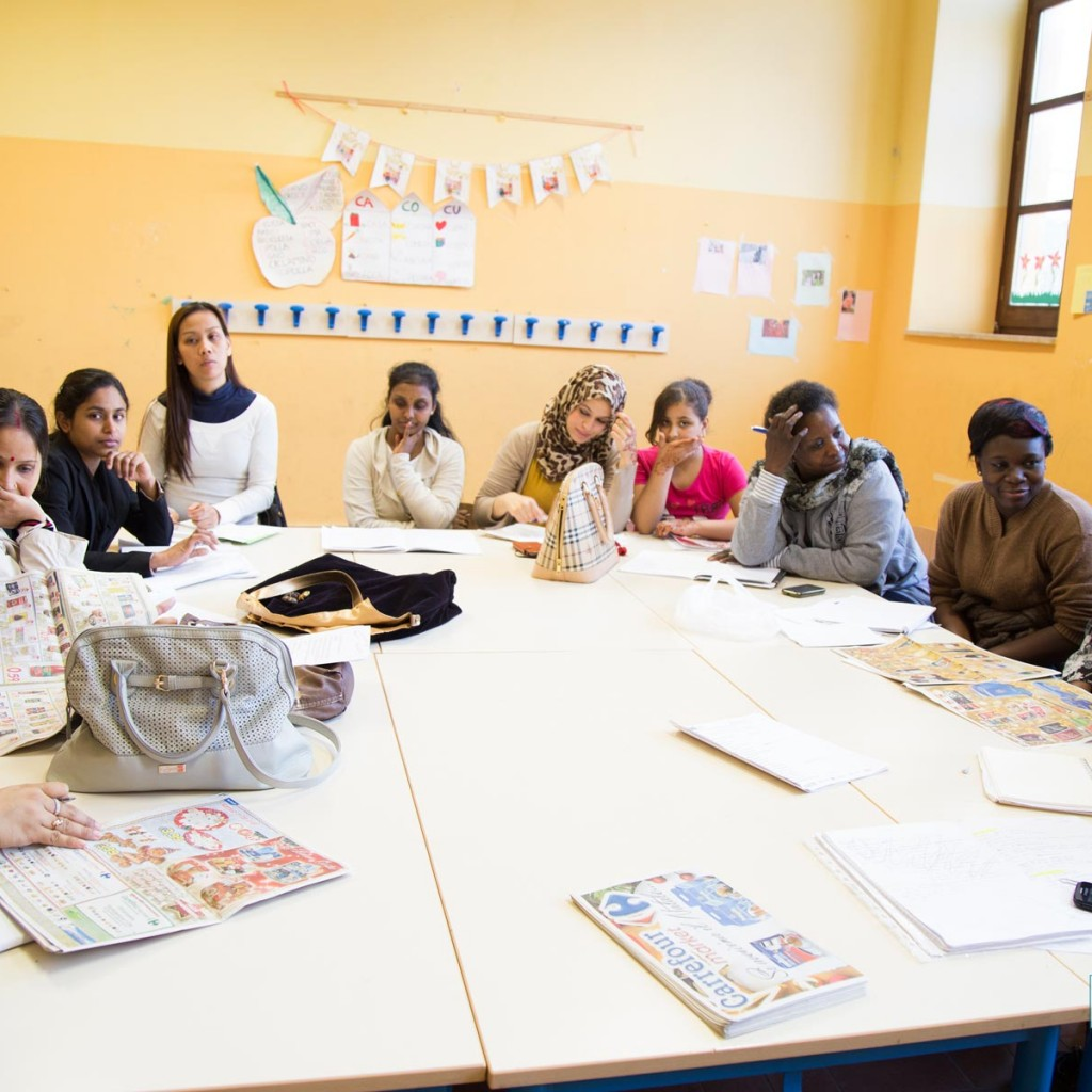 donne-migranti-in-aula-due