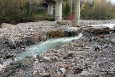 Ponte Verucchio, l'erosione fa chiudere mezzo ponte