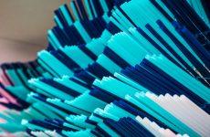 Plastica appARTE: da cannucce di plastica a opere d'arte