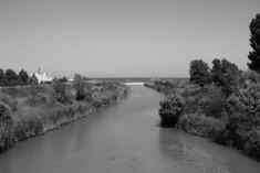 Parco urbano intorno al fiume