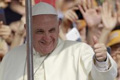 Il Papa al Meeting: esisitiamo perché siamo in relazione