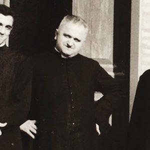 un giovane Don Biagio insieme a Mons. Merlini e al parroco di Ciola Corniale Don Alfonso Fonti