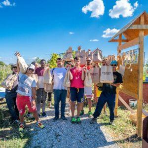 Mille Orti per il turismo foto gruppo con tutti i ragazzi che lavorano al progetto